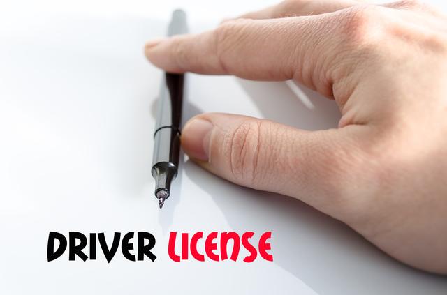 クレジットカードの審査には運転免許証が必要?免許なしでカードを作る方法とは