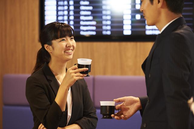 空港ラウンジの使い方とラウンジが無料で使えるゴールドカード