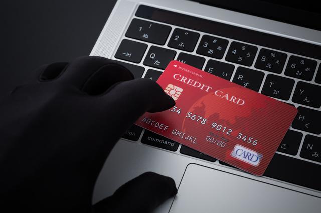 親が勝手にクレジットカードを作ったら…支払い義務はある?被害に合わないための対処法