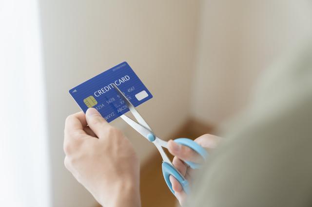 クレジットカードを解約時の注意点とデメリット!解約すると審査に不利になる?