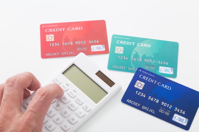 クレジットカードは何枚まで持てる?複数枚持つ際の審査に与える影響と解決策