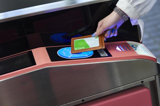 クレジットカードからSuicaにチャージする方法!Suicaチャージでポイントが貯まるカードは?
