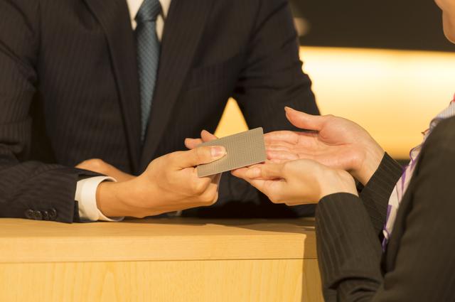 クレジットカード スーツ 男性